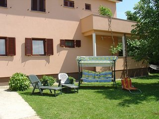 Cozy apartment in the center of Štrmac with Parking, Internet, Washing machine,