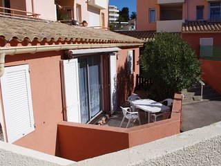 Cozy apartment in Sète with Parking, Internet, Washing machine, Garden