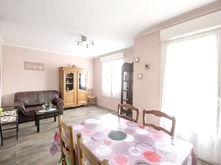 Spacious apartment in the center of Binic with Washing machine, Balcony