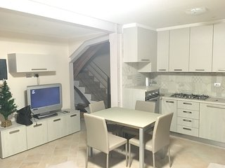 Spacious apartment in Alberi with Parking, Washing machine
