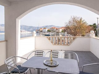Spacious apartment in the center of Postira with Parking, Internet, Washing mach