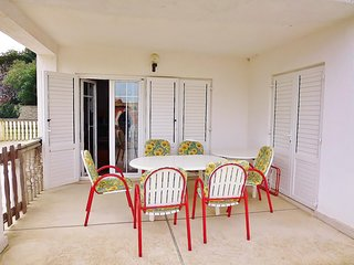 Spacious apartment in the center of Premantura with Parking, Internet, Washing m