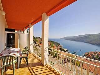 Spacious apartment in the center of Rabac with Parking, Internet, Air conditioni