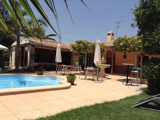Spacious villa in Elx with Parking, Washing machine, Pool, Terrace