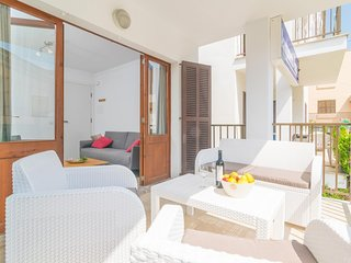 Cozy apartment a short walk away (243 m) from the 'Playa de Muro' in Alcudia wit