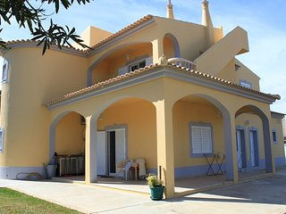 Spacious house in Moncarapacho with Parking, Internet, Washing machine, Air cond