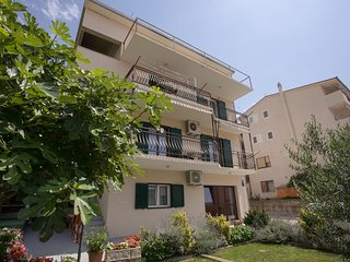Cozy apartment in Dugi Rat with Parking, Internet, Washing machine, Air conditio