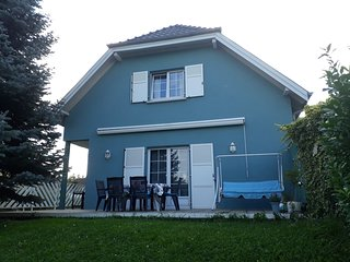 Spacious house in with Parking, Internet, Washing machine, Balcony