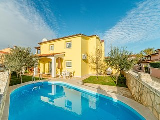 Spacious villa in the center of Vodnjan with Parking, Internet, Washing machine,