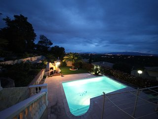 Spacious villa in Frejus with Parking, Internet, Washing machine, Air conditioni