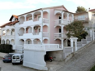 Spacious apartment in the center of Mastrinka with Parking, Internet, Air condit