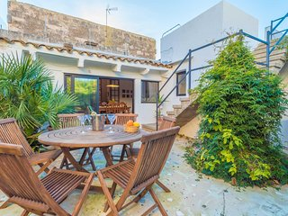 Spacious house in Ses Salines with Internet, Washing machine, Terrace