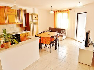 Spacious apartment in the center of Vinkuran with Parking, Internet, Washing mac