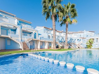 Cozy apartment a short walk away (310 m) from the 'Playa de Rabdells' in Oliva w