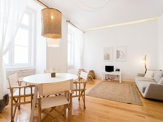 Spacious apartment in the center of Lisbon with Internet