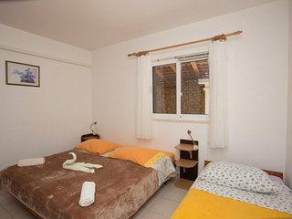 Cozy apartment close to the center of Potomje with Parking, Internet, Air condit