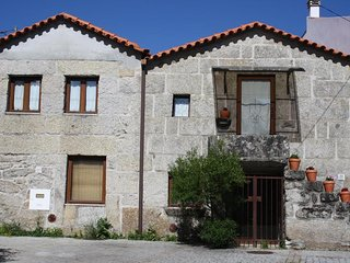 Spacious house close to the center of Cota with Parking, Internet, Washing machi