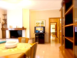 Spacious apartment in the center of Melendugno with Parking, Internet, Washing m