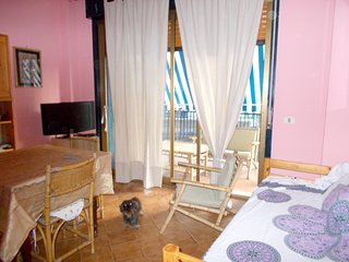 Spacious apartment close to the center of Giardini Naxos with Parking, Internet,