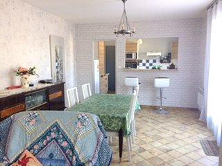 Cozy house in Garrosse with Parking, Internet, Washing machine, Garden