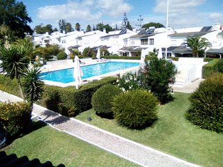 Spacious house in Corroios with Parking, Internet, Washing machine, Pool