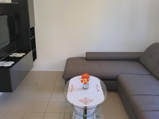 Cozy apartment very close to the centre of Novalja with Parking, Internet, Washi