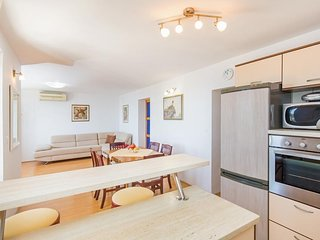 Spacious apartment in Mlini with Internet, Washing machine, Terrace