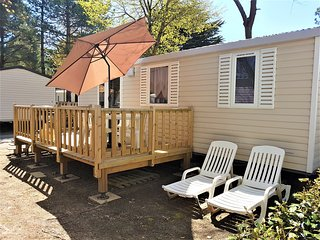 Cozy bungalow close to the center of Saint-Jean-de-Monts with Parking, Internet,
