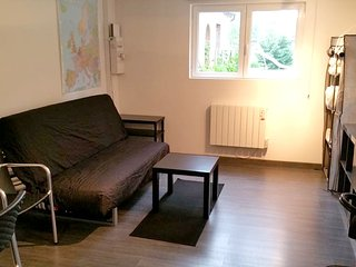 Cosy studio close to the center of Saint-Ay with Parking, Internet