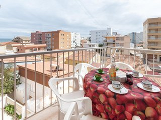 Spacious apartment a short walk away (132 m) from the 'Playa de Piles' in Piles