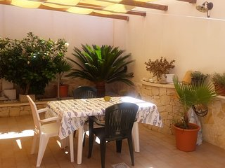 Spacious house in the center of Scoglitti with Parking, Internet, Washing machin
