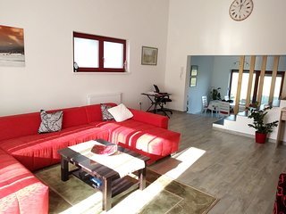 Spacious house very close to the centre of Velika Gorica with Parking, Internet,