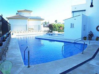 Spacious apartment in Las Lagunas de Mijas with Parking, Washing machine, Pool,