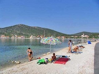 Cozy apartment in the center of Vinišće with Parking, Internet, Washing machine,