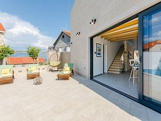 Cozy villa in the center of Sutivan with Parking, Internet, Washing machine, Poo