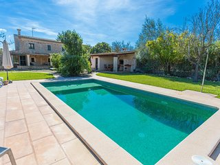 Spacious villa in Buger with Parking, Washing machine, Air conditioning, Pool