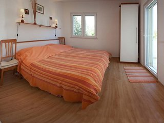 Cozy apartment in the center of Okrug Gornji with Parking, Internet, Balcony
