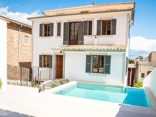 Spacious villa in Palma with Internet, Washing machine, Air conditioning, Pool