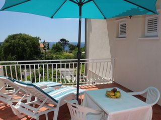 Spacious apartment in the center of Mlini with Parking, Internet, Air conditioni