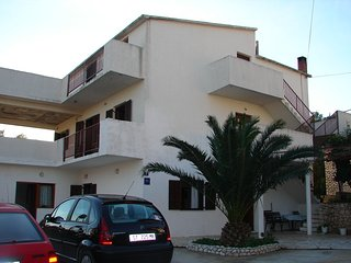 Spacious apartment close to the center of Slatine with Parking, Washing machine,