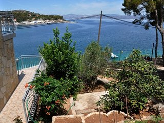 Cozy apartment in Rogač with Parking, Internet, Air conditioning, Balcony