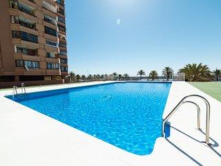 Spacious apartment a short walk away (302 m) from the 'Playa de Santa Amalia' in