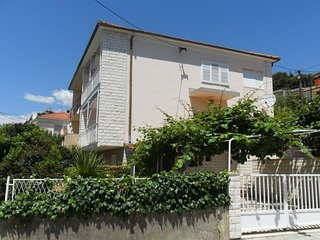 Spacious apartment very close to the centre of Trogir with Parking, Air conditio