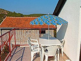 Cozy apartment in Rukavac with Parking, Air conditioning, Balcony, Terrace