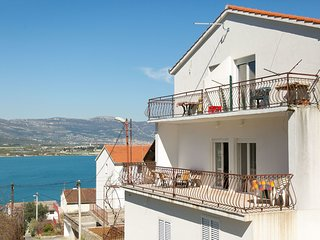Cozy apartment close to the center of Trogir with Parking, Internet, Air conditi