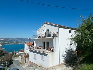 Spacious apartment close to the center of Trogir with Parking, Internet, Washing