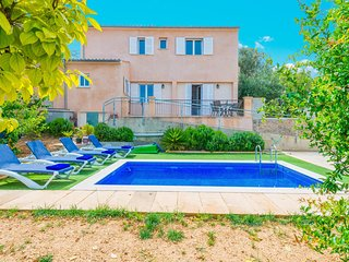 Spacious villa in Lloseta with Parking, Internet, Washing machine, Air condition