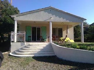 Cozy house in the center of Sari-Solenzara with Parking, Washing machine, Garden