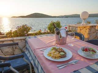 Cozy apartment in Primošten with Parking, Internet, Air conditioning, Pool