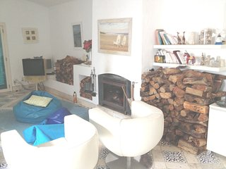 Spacious house close to the center of Alvor with Parking, Internet, Washing mach